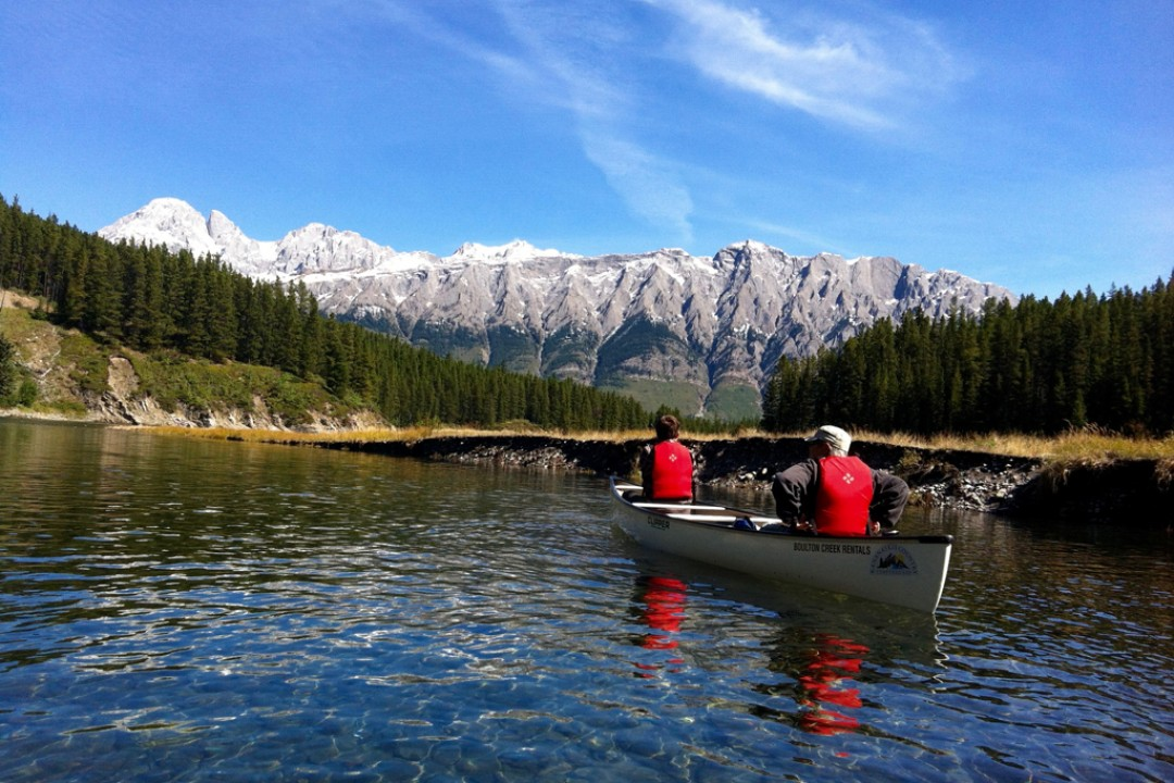 Mountain Venture DTS Canoeing in Kananskis